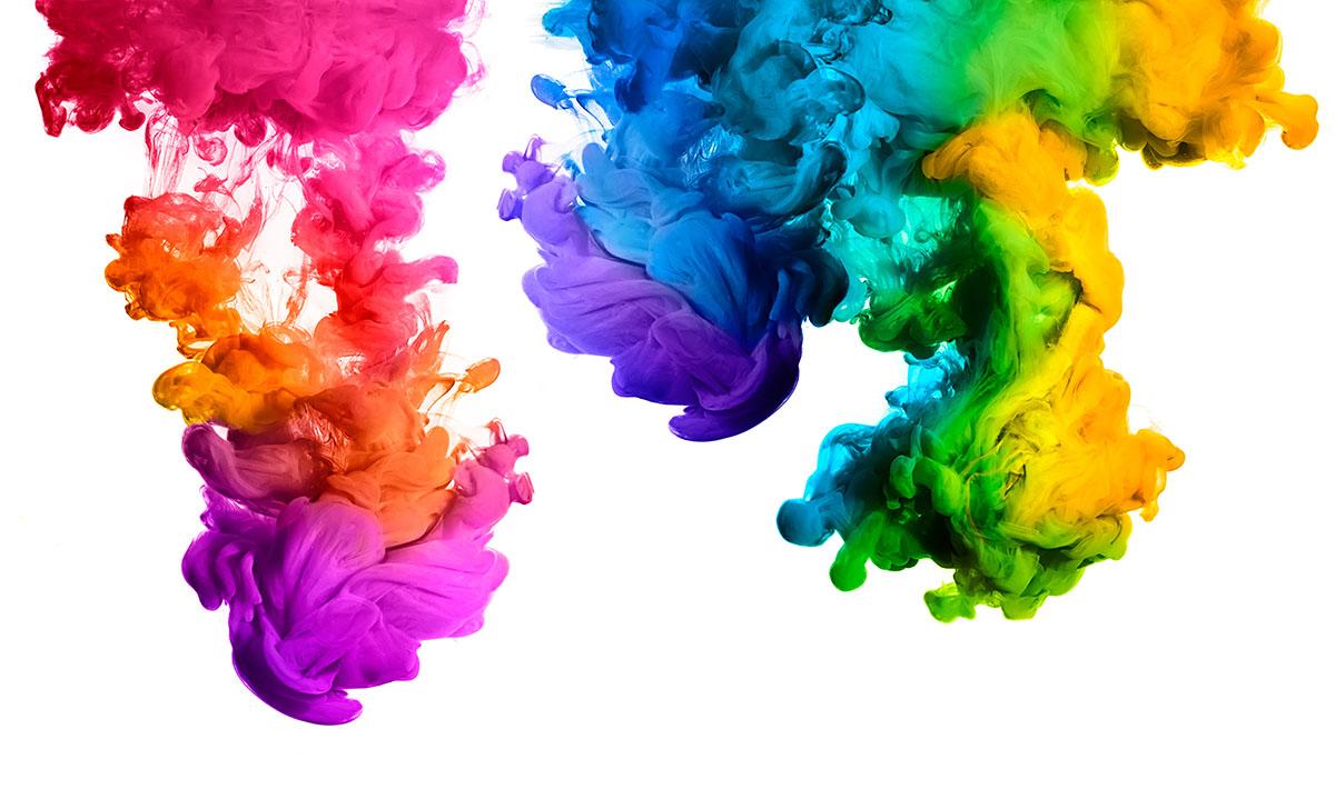 Manchas de tinta de colores en agua